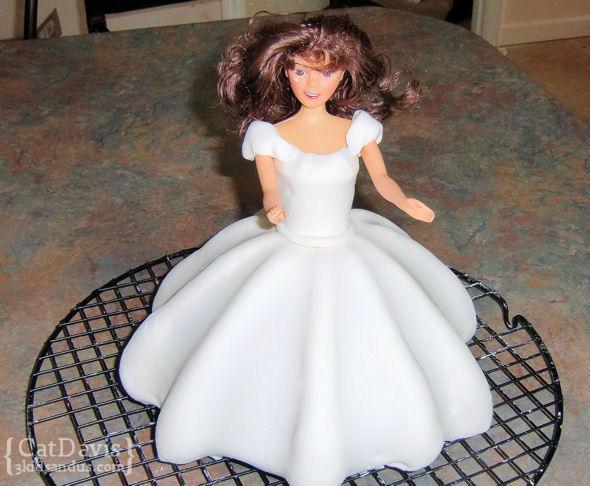 3d-doll-cake-practice-fondant