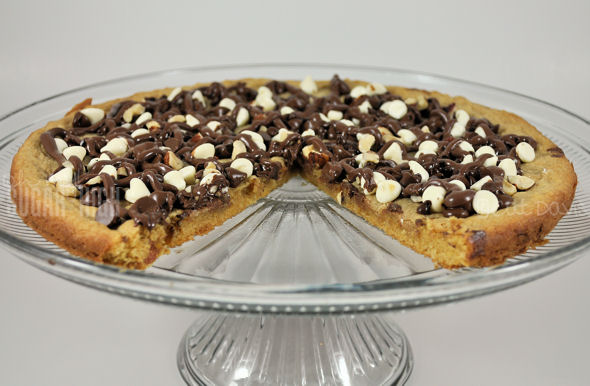 triple chocolate nutella cookie pizza
