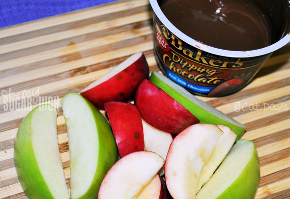apples and bakers chocolate dip