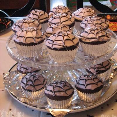 Wordless Wednesday – Simple Spiderweb Cupcakes