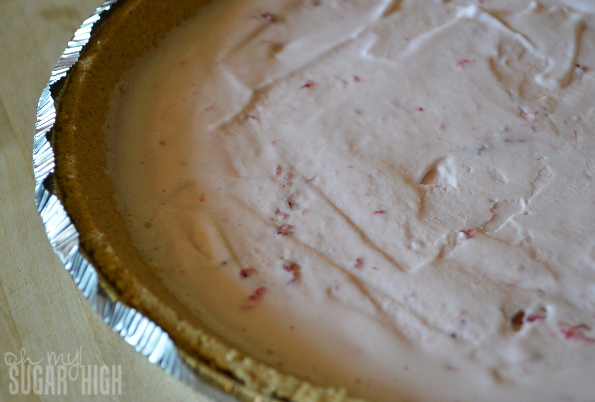 Frozen Yogurt Strawberry Cheesecake Pie Step 1