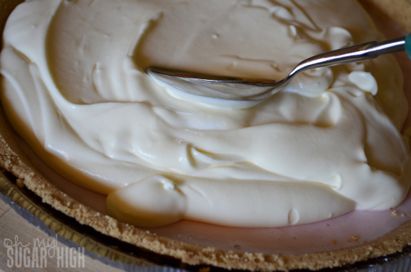 Frozen Yogurt Strawberry Cheesecake Pie Step 2