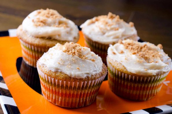pumpkin-cupcakes-with-biscoff-cream-cheese-frosting Lifesambrosia