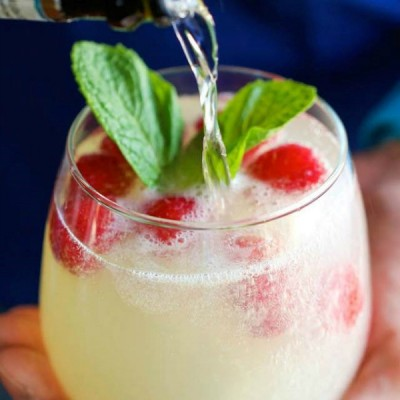 Limoncello and Strawberry Spritz: Sparkling Wine Cocktail to Ring in the New Year