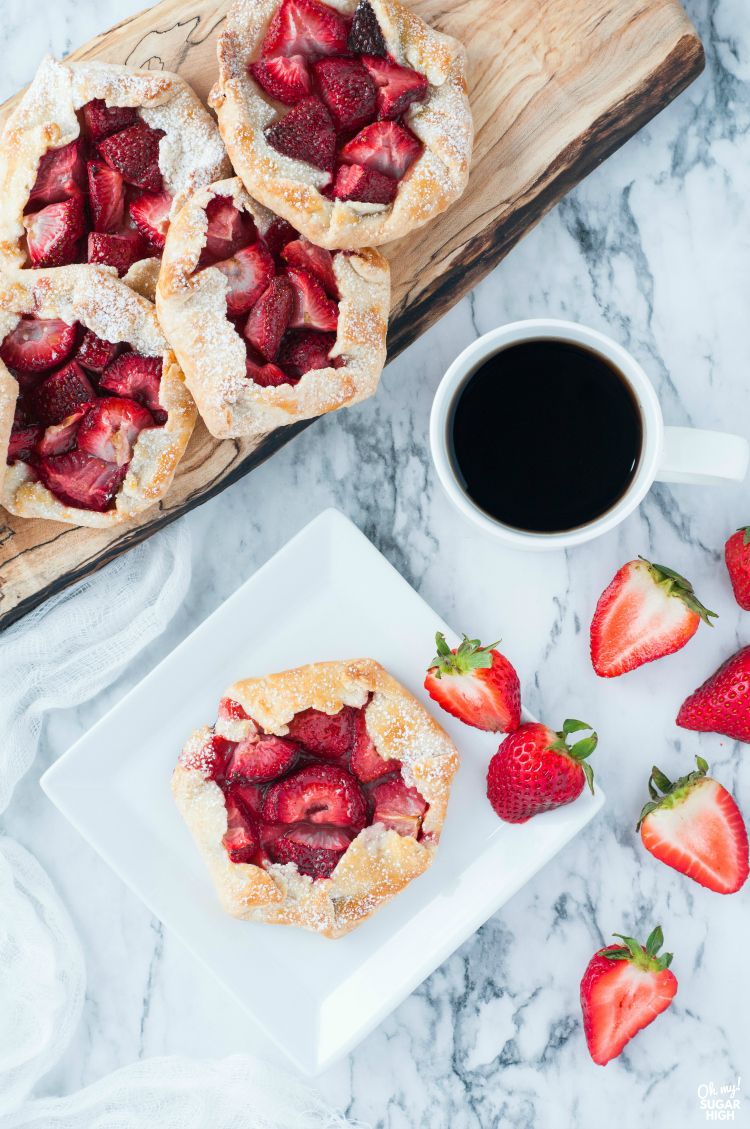 Fresh strawberry pies served with coffee
