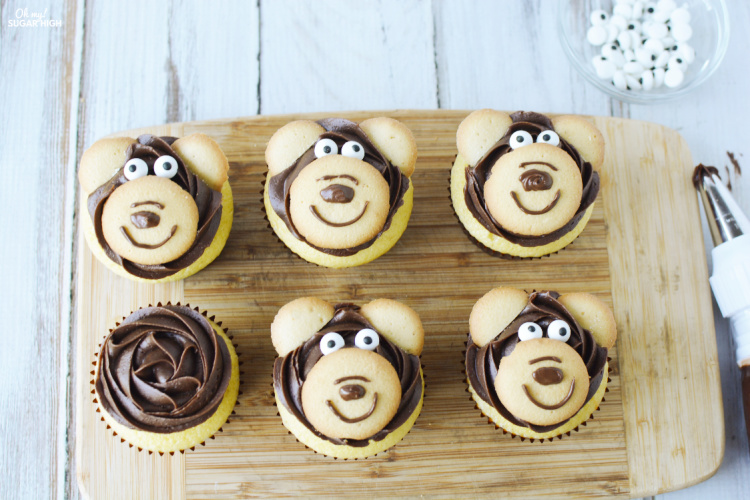 DIY Bear Cupcakes Made from vanilla wafers, chocolate frosting and edible eyes