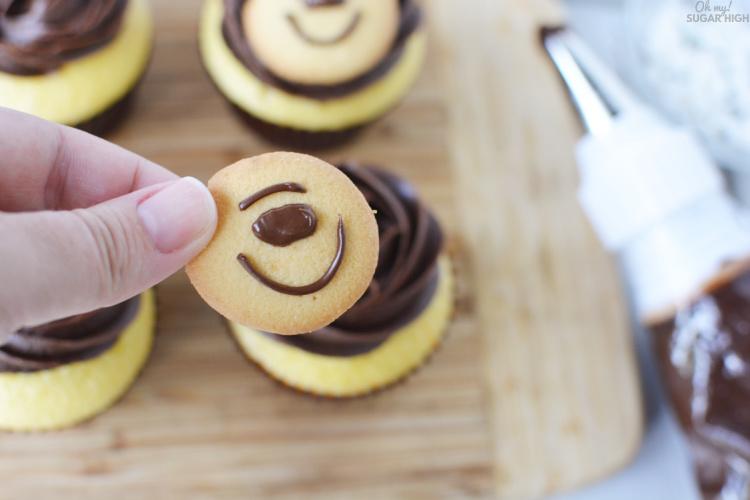 Adding a bear face to cupcakes