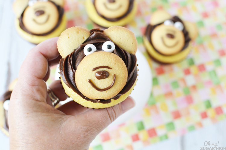 How to make edible bear cupcake toppers out of vanilla wafers